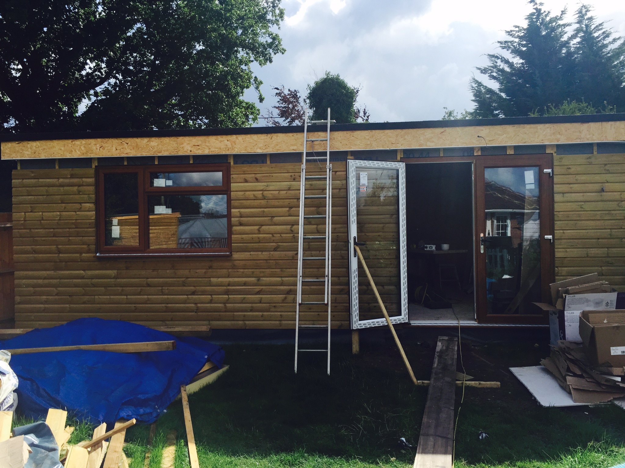 LOG CABINS, OUTHOUSE, OFFICE IN GARDEN, STUDIO FOR ART, PLAY DEN, GARDEN SHED, GARDEN GYM